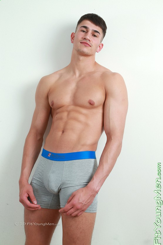 mm010541-fit-young-men-hector-malik