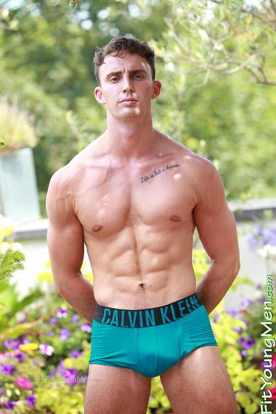 mm010591-fit-young-men-carter-lewis
